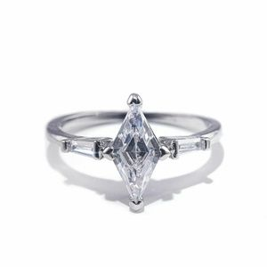 Beautiful 925 Silver White Sapphire Ring New